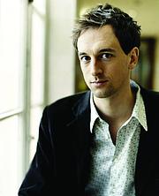 Kirjailijan kuva. Neil Cooper