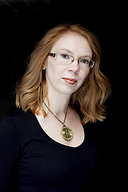 Foto de l'autor. By Karin Lindroos. Publisher's official promotion photograph.