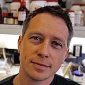 """Foto do autor. <a href=""""http://www.qbd.com.au"""" rel=""""nofollow"""" target=""""_top"""">www.qbd.com.au</a>"""