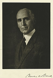 """Photo de l'auteur(-trice). Courtesy of the <a href=""""http://digitalgallery.nypl.org/nypldigital/id?1108476"""">NYPL Digital Gallery</a> (image use requires permission from the New York Public Library)"""