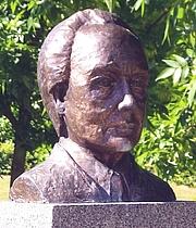 Autoren-Bild. Bust of Piet Hein located in Farum