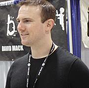 Foto del autor. David W. Mack, Exhibit Hall, San Diego Comic-Con 2007, by Lampbane