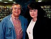 Författarporträtt. Dewey Lambdin with Sharyn McCrumb in Nashville