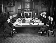 "Fotografia de autor. The Air Council in session at the Air Ministry in July 1940 By Royal Air Force official photographer - This is photograph CH 966 from the collections of the Imperial War Museums., Public Domain, <a href=""https://commons.wikimedia.org/w/index.php?curid=20845702"" rel=""nofollow"" target=""_top"">https://commons.wikimedia.org/w/index.php?curid=20845702</a>"
