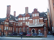 Foto de l'autor. Lowther Lodge, headquarters of the Royal Geographical Society. Photo by Steve Cadman / Fllickr.