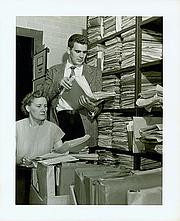 Kirjailijan kuva. Jay Luvaas while at Duke University Library, 1954 (with Mattie Russell, curator of manuscripts) [credit: Duke University Archives]