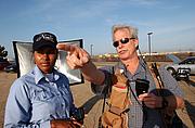Författarporträtt. Photographer Jay Dickman (right) with Photographer's Mate Airman Shannon Renfroe, San Diego, Calif., 2004 [credit: United States Navy]
