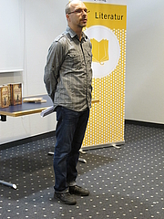 """Forfatter foto. Markus Walther auf der Frankfurter Buchmesse 2017 By Marquise de San Marco - Own work, CC BY-SA 4.0, <a href=""""//commons.wikimedia.org/w/index.php?curid=63644251"""" rel=""""nofollow"""" target=""""_top"""">https://commons.wikimedia.org/w/index.php?curid=63644251</a>"""