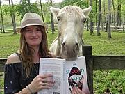 Författarporträtt. Pamela Crane and Tinkerbelle
