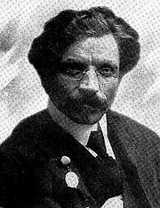 Foto do autor. Image from <b><i>In Ameriḳa Moṭl Peysi dem ḥazn's un andere mayśes̀</i></b> (1918) by Sholem Aleichem
