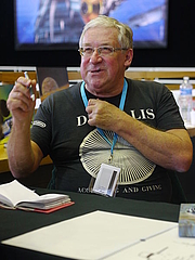 Photo de l'auteur(-trice). Chris Foss at the 2014 edition of the Utopiales in Nantes / Photo by Yves Tennevin