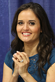 """Författarporträtt. Danica McKellar at the 2018 United States National Book Festival By Fuzheado - Own work, CC BY-SA 4.0, <a href=""""https://commons.wikimedia.org/w/index.php?curid=72251900"""" rel=""""nofollow"""" target=""""_top"""">https://commons.wikimedia.org/w/index.php?curid=72251900</a>"""