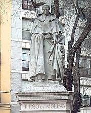 Foto do autor. Monument to Tirso de Molina, Madrid, Spain.  Photo by Luis García / Flickr.