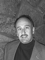Kirjailijan kuva. amazon's author page picture
