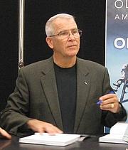 Fotografia dell'autore. Photo from book signing at Fort Leonard Wood, Missouri on November 10, 2010