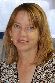 """Foto de l'autor. Author Katherine Heiny at the 2015 Texas Book Festival. By Larry D. Moore, CC BY-SA 4.0, <a href=""""https://commons.wikimedia.org/w/index.php?curid=44684722"""" rel=""""nofollow"""" target=""""_top"""">https://commons.wikimedia.org/w/index.php?curid=44684722</a>"""