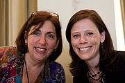 Foto de l'autor. Tammi Sauer, on right. rhcrayon