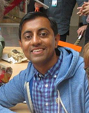 """Foto do autor. Sanjay Patel at Annecy Festival of Animation By Boungawa - Own work, CC BY-SA 4.0, <a href=""""https://commons.wikimedia.org/w/index.php?curid=41020136"""" rel=""""nofollow"""" target=""""_top"""">https://commons.wikimedia.org/w/index.php?curid=41020136</a>"""