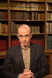 Forfatter foto. Yuval Noah Harari le 15 septembre 2017 lors de l'émission littéraire 'La Bibliothèque Médicis' sur la chaîne TV 'Public Sénat' à l'occasion de la parution de 'Homo deux. Une brève histoire de l'avenir' (Albin Michel)