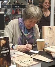 """Foto do autor. Francine Ouellette photographed photographed in Montréal , Québec, Canada at the Salon du livre de Montréal 2018. By Bull-Doser - Own work., Public Domain, <a href=""""https://commons.wikimedia.org/w/index.php?curid=75097120"""" rel=""""nofollow"""" target=""""_top"""">https://commons.wikimedia.org/w/index.php?curid=75097120</a>"""