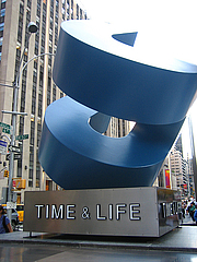 Kirjailijan kuva. Time & Life Sculpture, Manhattan, New York.  Photo by Jeremy Keith / Flickr