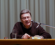 Foto do autor. Photo by Hans Peter Schaefer / Wikimedia Commons