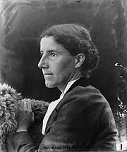 """Fotografia de autor. From <a href=""""http://en.wikipedia.org/wiki/Image:Charlotte_Perkins_Gilman_c._1900.jpg"""">Wikipedia</a>"""