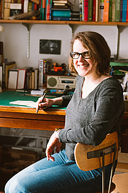 """Forfatter foto. <a href=""""https://thecreativeindependent.com/people/cartoonist-julie-doucet-on-the-compulsion-to-create/"""" rel=""""nofollow"""" target=""""_top"""">https://thecreativeindependent.com/people/cartoonist-julie-doucet-on-the-compuls...</a>"""