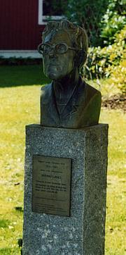 Fotografia de autor. Bust of Dagmar Lange/Maria Lang at Strandpromenaden, Nora, Sweden
