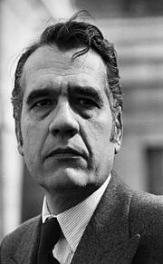 Forfatter foto. Jean-François Chiappe devant la Chapelle Expiatoire le 18 mars 1982 à Paris