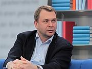 """Fotografia de autor. Journalist und Schriftsteller Dirk Kurbjuweit auf der Leipziger Buchmesse 2011. By Julian Nitzsche - Own work, CC BY-SA 3.0, <a href=""""https://commons.wikimedia.org/w/index.php?curid=14657464"""" rel=""""nofollow"""" target=""""_top"""">https://commons.wikimedia.org/w/index.php?curid=14657464</a>"""