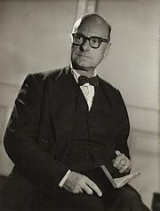 Foto de l'autor. Stewart Perowne [credit: Howard Coster/National Portrait Gallery, London]