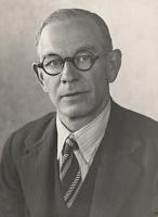 Författarporträtt. Circa 1936, G.M. Matthews, National Library of Australia.