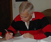 Kirjailijan kuva. Leland R. Beaumont photograped by his wife, Eileen Beaumont