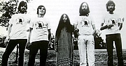 "Fotografia de autor. Photograph of Plastic Ono Band (1969). By Source, Fair use, <a href=""https://en.wikipedia.org/w/index.php?curid=23284419"" rel=""nofollow"" target=""_top"">https://en.wikipedia.org/w/index.php?curid=23284419</a>"