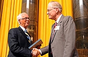 """Forfatter foto. Daniel Walker Howe, on right.  Columbia University. <A HREF=""""http://www.pulitzer.org/citation/2008,History""""> pulitzer.org</A>"""
