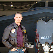Foto de l'autor. James R. Hannibal in front of a B-2 Spirit (Stealth Bomber), shot by fellow stealth pilot Brian Anderson