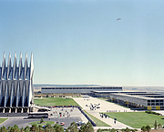 Kirjailijan kuva. A view of the chapel and Fairchild, Mitchell and Sijan Halls at the US Air Force Academy. (defenseimagery.mil)