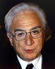 "Fotografia de autor. <a href=""http://it.wikipedia.org/wiki/File:Cossiga_Francesco_2.jpg"" rel=""nofollow"" target=""_top"">http://it.wikipedia.org/wiki/File:Cossiga_Francesco_2.jpg</a>"