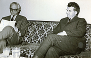 Foto de l'autor. Wikipedia, Nicolae Ceauşescu receives American journalist C. Sulzberger on a visit to Romania (Foto by Romanian Communism Online Photo Collection under the digital ID 34626X2X3)