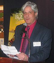 """Fotografia de autor. LA Times Book Review editor David Ulin <br>at LA Times Book Prize shortlist party, New York, 2007 <br>  Copyright © 2007 <a href=""""http://ronhogan.tumblr.com"""">Ron Hogan</a>"""