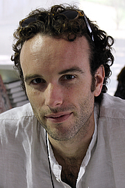 """Forfatter foto. Author Elliot Ackerman at the 2015 Texas Book Festival. By Larry D. Moore, CC BY-SA 4.0, <a href=""""https://commons.wikimedia.org/w/index.php?curid=44520849"""" rel=""""nofollow"""" target=""""_top"""">https://commons.wikimedia.org/w/index.php?curid=44520849</a>"""