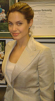Foto de l'autor. Cropped from a photo of Jolie with U.S. Senator Dick Lugar.