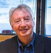 Forfatter foto. Gareth F. Williams yn ennill Llyfr y Flwyddyn 2015.