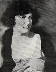 Foto del autor. Portrait of Marion Bauer, 1922. Source: Dr. Susan Pickett (e-mail file). From Wikipedia.