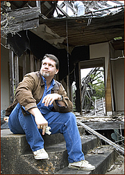 Fotografia de autor. Jayme Lynn Blaschke, author of INSIDE THE TEXAS CHICKEN RANCH: THE DEFINITIVE ACCOUNT OF THE BEST LITTLE WHOREHOUSE, at the ruins of the titular defunct brothel.
