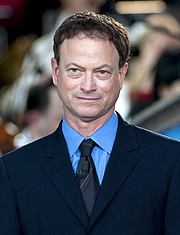 Kirjailijan kuva. Gary Sinise in 2011. photo by Chad J. McNeeley