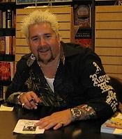 Foto do autor. Guy Fieri at the Barnes and Noble Bookstore in Huntington Beach California