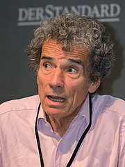 """Forfatter foto. Der österreichische Journalist, Sozial- und Medienwissenschaftler Michael Freund auf der Wiener Buchmesse 2019. By Bwag - Own work, CC BY-SA 4.0, <a href=""""https://commons.wikimedia.org/w/index.php?curid=83870348"""" rel=""""nofollow"""" target=""""_top"""">https://commons.wikimedia.org/w/index.php?curid=83870348</a>"""
