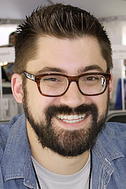 "Forfatter foto. Kleon at the 2015 Texas Book Festival By Larry D. Moore, CC BY-SA 4.0, <a href=""//commons.wikimedia.org/w/index.php?curid=44381678"" rel=""nofollow"" target=""_top"">https://commons.wikimedia.org/w/index.php?curid=44381678</a>"